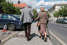 Prawa do emerytury minimalnej nie ma już ponad 330 tys. emerytów. Wielu z nich pracowało przez lata na nieoskładkowanych umowach zlecenia.