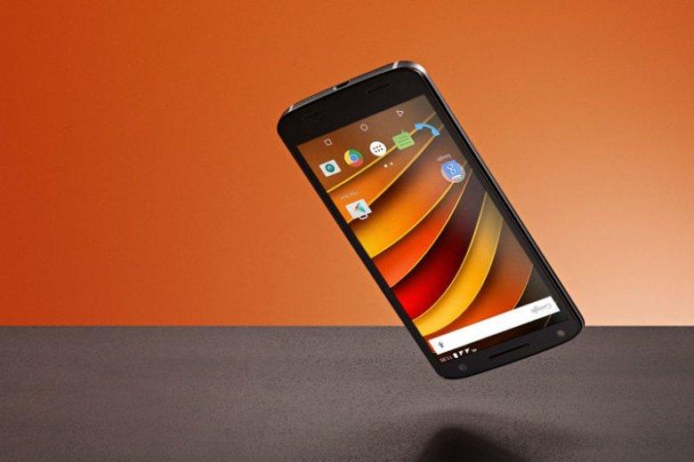 Wchodzący na polski rynek smartfon Motoroli, której właścicielem jest Lenovo, oferuje użytkownikom niezwykle odporny na pęknięcia wyświetlacz