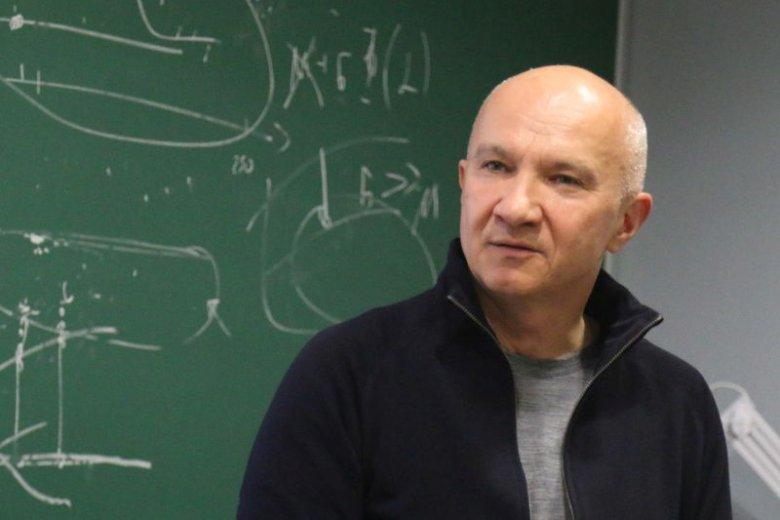 prof. Artur Ekert prowadzi badania w zakresie podstaw mechaniki kwantowej oraz kwantowego przetwarzania informacji.