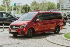 Mercedes Klasy V to samochód nie tylko praktyczny, ale i ładny oraz napakowany technologicznie.