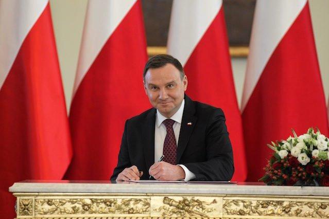 Andrzej Duda, Prezydent RP, podpisał ustawę dotyczącą likwidacji gimnazjów.