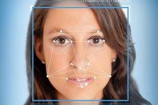 Algorytm badaczy z Uniwersytetu Stanforda bierze pod uwagę anomalie w rysach twarzy.
