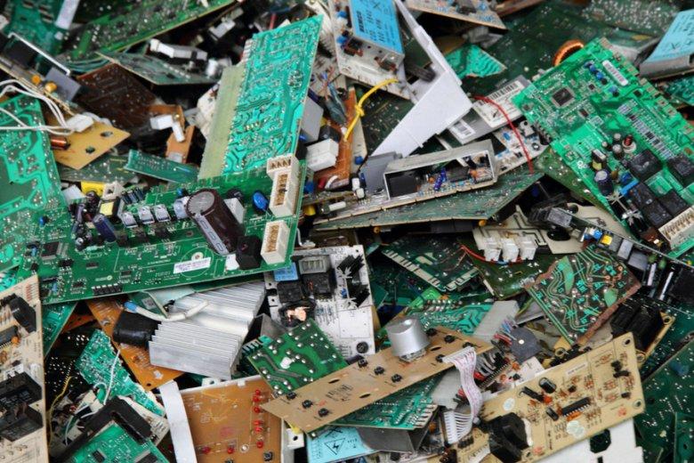 Francja już dziś domaga się umieszczania na produktach informacji o oczekiwanej żywotności, a także uwarunkowaniach recyklingowych.
