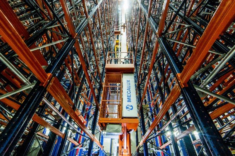 Santoz. Imponujący zautomatyzowany silos magazynowy.