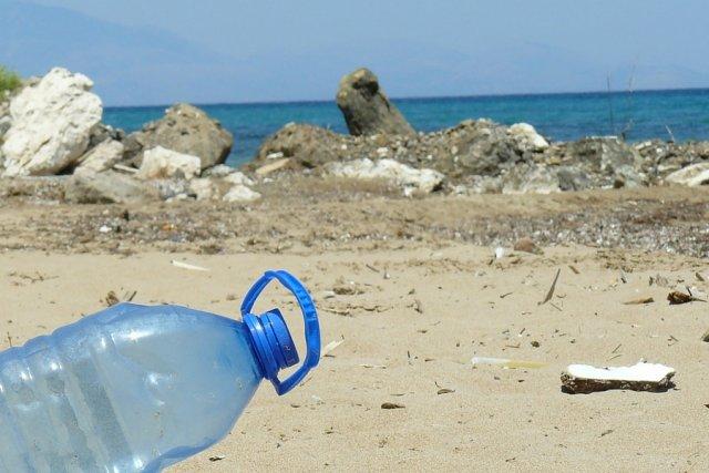 Plastikowe butelki rozkładają się nawet 400 lat