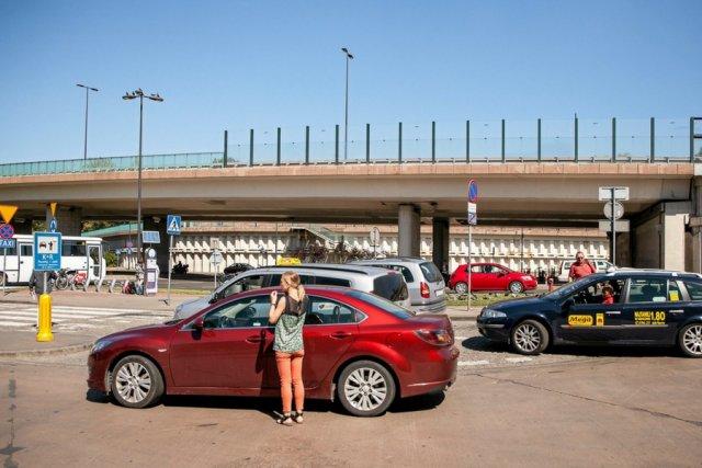 Krakowski dworzec MDA, na którym dochodzi do starć kierowców taxi z uberowcami.