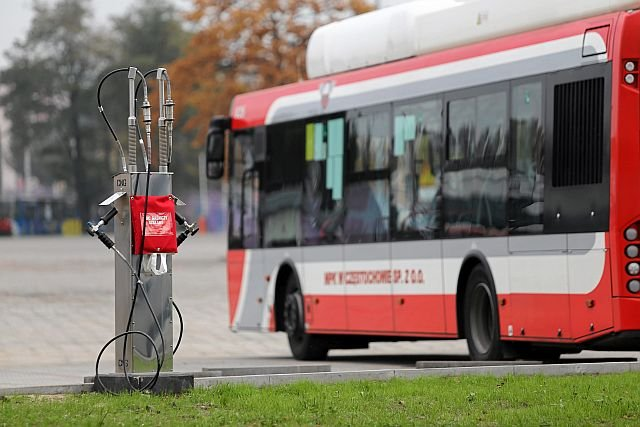 Jeden z autobusów marki Solbus w Częstochowie. Nie wiadomo jak dostały homologację, bo nie spełniają norm hałasu i psują się na potęgę. Jeden spłonął