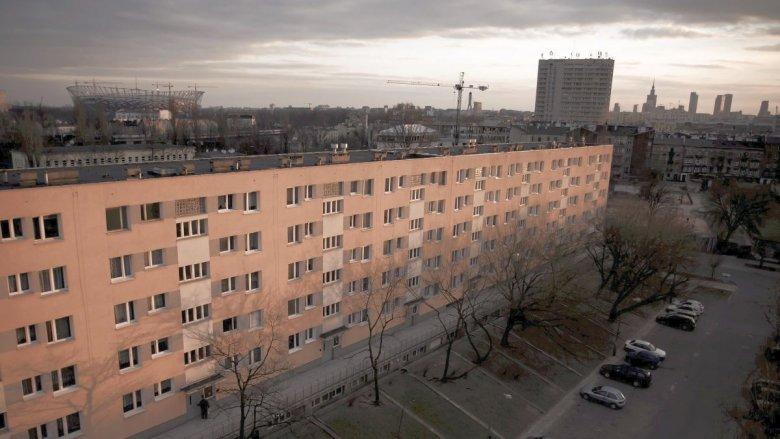 Handel mieszkaniami na cudzym gruncie. Tysiące ludzi w Warszawie może mieć poważny problem ze sprzedażą swojego mieszkania. Kupujący musi być odważny i z gotówką w ręku