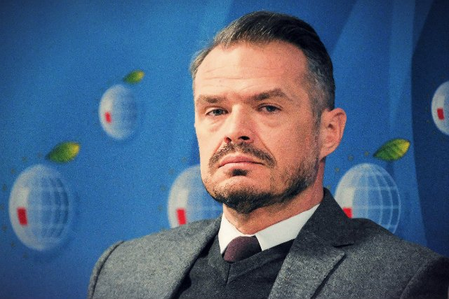 Były minister w rządzie Tuska ma rzadko pojawiać się w pracy, a większość czasu spędza w Polsce