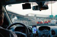 Przepisy wprowadzające nowe regulacje do przewozów za pomocą aplikacji i taksówek są dziurawe