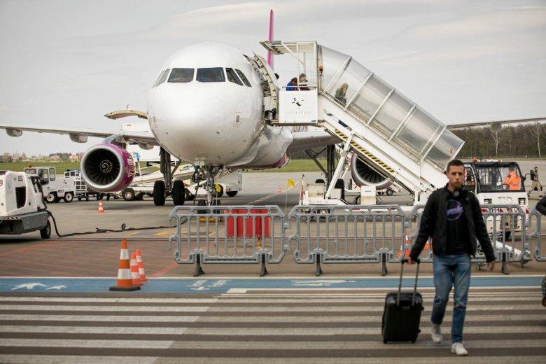TSUE ustalił, że za opóźniony lub odwołany lot należy się się dodatkowe odszkodowanie - za jakąkolwiek stratę finansową, poniesioną w wyniku opóźnionego lub odwołanego lotu.
