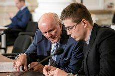 Andrzej Waltz zgodził się oddać 5 mln złotych ze sprzedaży kamienicy w Warszawie. Ale będzie chciał je odzyskać.