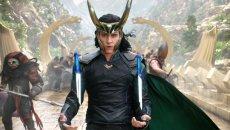 Loki z filmów o Thorze będzie gwiazdą nowego serialu Disney+. Na zdjęciu wcielający sięw tę postać aktor Tom Hiddleston. Disney+ będzie kolejną platformą VOD z treściami premium. Porównujemy ofertę i cenę z Netfliksem.