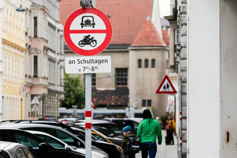 W Wiedniu pod jedną ze szkół zakazano ruchu samochodowego. Kraków pójdzie w ich ślady?