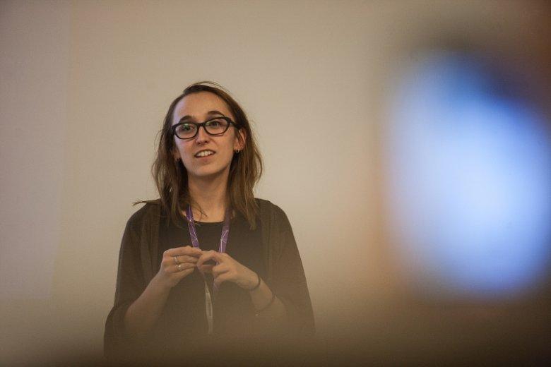 """Anna Krawczyk na hackathonie """"Hackuj śląski transport!"""", organizowanym przez Koduj dla Polski w ramach festiwalu Arts&Bits w Katowicach w 2015 roku"""