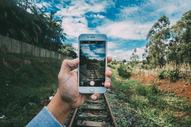 Nieszczera technologia, mózg i świadoma uwaga