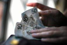 Pierwsze banki wprowadzają opłaty za prowadzenie rachunku oszczędnościowego.