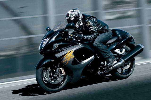 Suzuki Hayabusa rozpędzała się do ponad 300 km/h, po zdjęciu lusterek nawet do 312 km/h