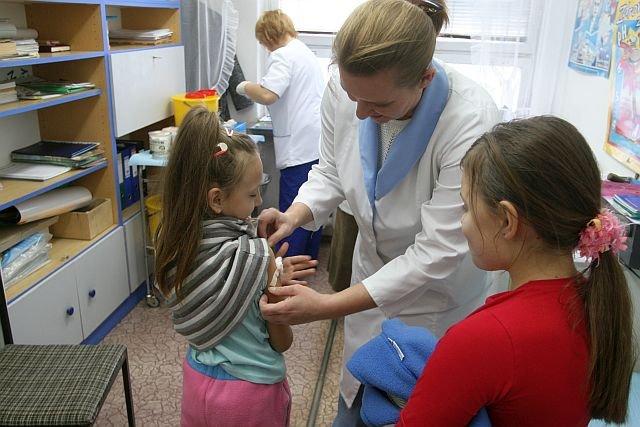 Sąd orzekł, że rodzice, którzy nie chcą szczepić dzieci, mogą zostać do tego zmuszeni. W grę wchodzą kary do 5000 złotych