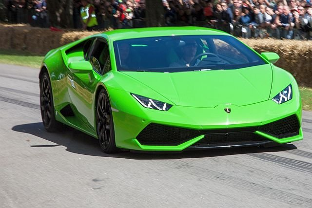 Przekroczenie prędkości. Brytyjczyk w wypożyczonym Lamborghini dostał w Dubaju mandaty na sumę 171 000 złotych.