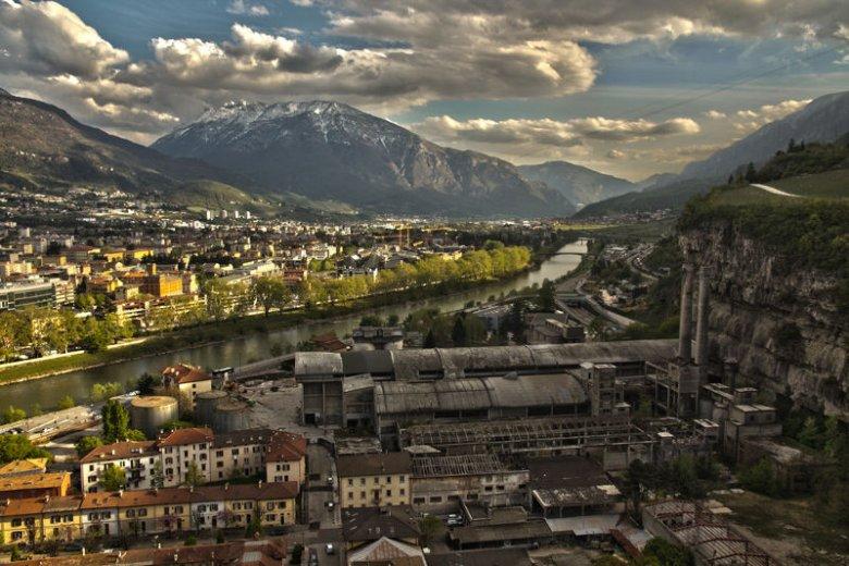 TechPeaks działa w równocześnie malowniczym i poprzemysłowym Trento.