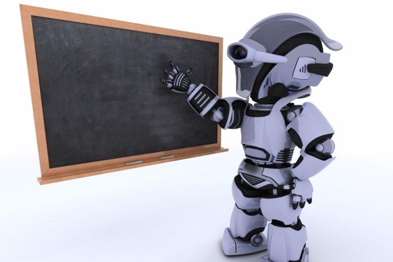 """W szkołach coraz powszechniejszych zjawiskiem jest włączenie zestawów edukacyjnych w postaci robot do zajęć z programowania. Tą drogą podążają też niektórzy trenerzy """"Mistrzów Kodowania"""""""