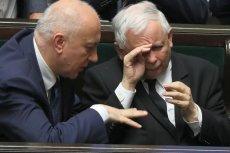 Joachim Brudziński i Jarosław Kaczyński znowu wyruszyli razem na ryby. Internauci pytają o kwestie prawne ich rozrywki