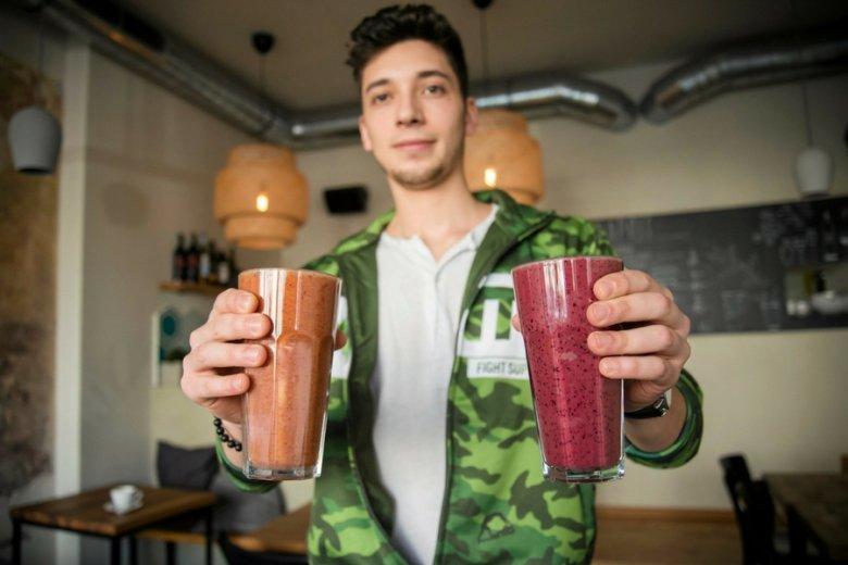 Koktajle owocowo-warzywne np. z kurkumą czy goji to sposób na podbicie serc i portfeli zatroskanych o swoje zdrowie Polaków.