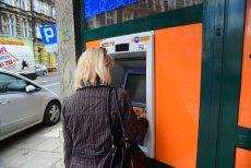 Analityk Paweł Majtkowski przekonuje, że znacznie wzrosną opłaty bankowe