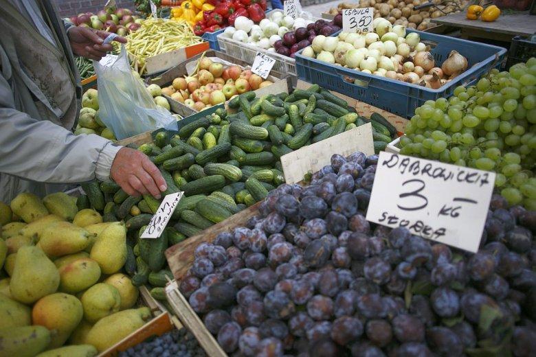Coraz częściej w sklepach można spotkać osoby z premedytacją obrywające niepotrzebne łodyżki, listki i tym podobne elementy warzyw i owoców.