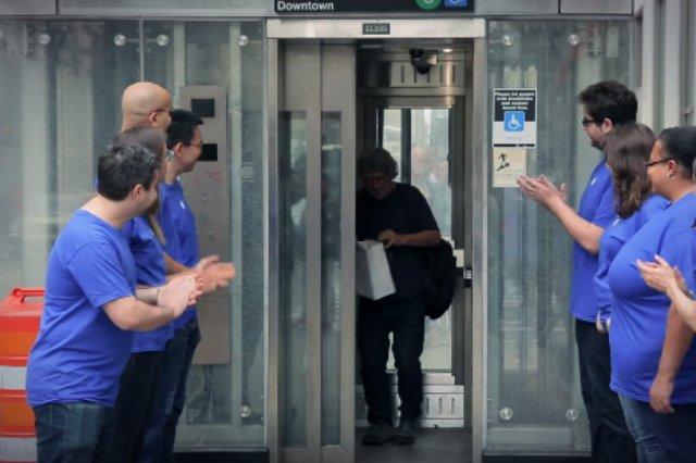 Amerykanie z grupy Improv Everywhere stworzyli na jednej z nowojorskich stacji metra fałszywy sklep Apple'a