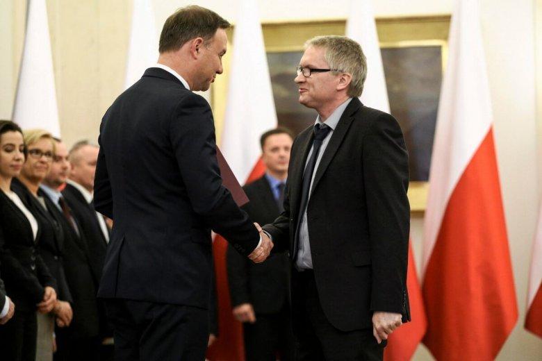 Członek RPP Eryk Łon uważa, że obniżki stóp procentowych to zły znak wszędzie - poza Polską.