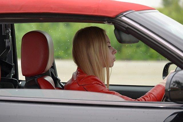 Kobiety ciągle są bezpieczniejszymi kierowcami od mężczyzn, ale ta statystyka może się niedługo odwrócić