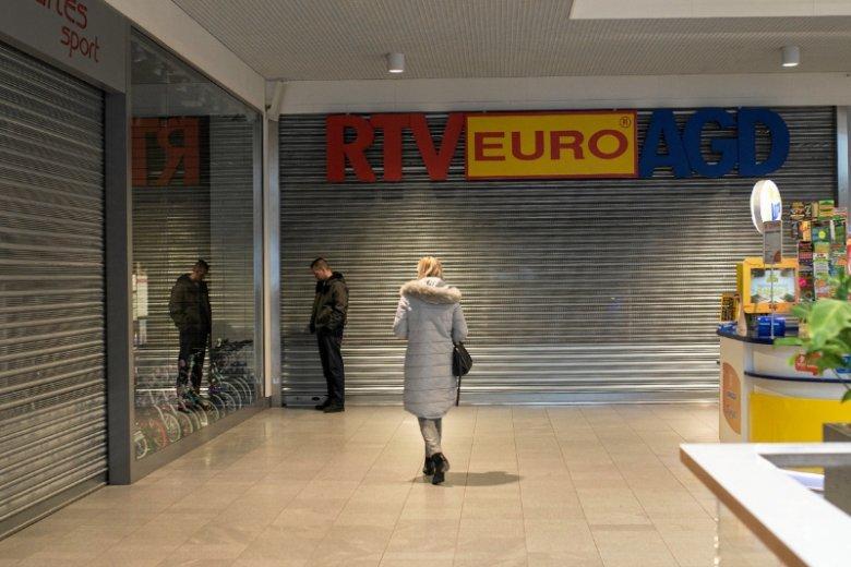 46 proc. Polaków uważa, że ubiegłoroczne rozwiązanie - dwie wolne od handlu niedziele w miesiącu - było lepsze. Drugie tyle uznaje, że zakaz powinien zostać w ogóle zniesiony.