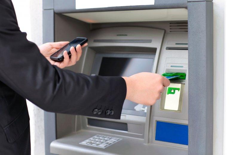 Szwajcarski bankier został skazany za kradzież ponad 140 minionów franków z kont swoich klientów.