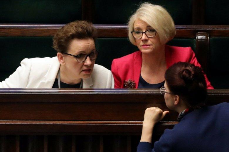 Szefowa MEN Anna Zalewska (pierwsza od lewej) nie chce nawet słyszeć o tym, by to resort miał odpowiadać za płace nauczycieli.