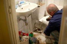 Ubezpieczyciele obiecują, że w razie potrzeby wezwą do naszego mieszkania hydraulika