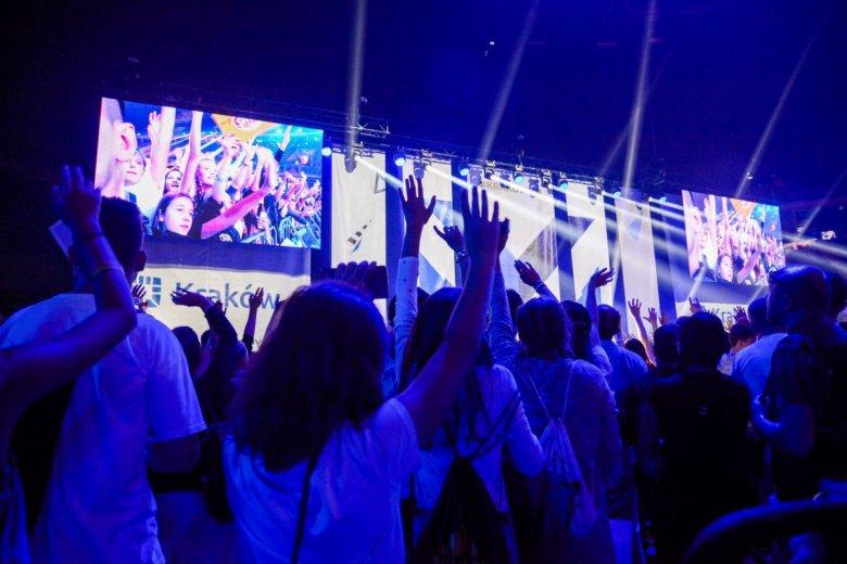 Influencerzy zbierają tysiące fanów na spotkaniach