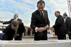 Obecny wiceminister skarbu Zdzisław Gawlik (na pierwszym planie) w wyniku bycia wiceprezesem w atomowych spółkach PGE w pierwszej połowie 2013 r. zarobił 599 340 zł, czyli blisko 100 tys. zł miesięcznie.