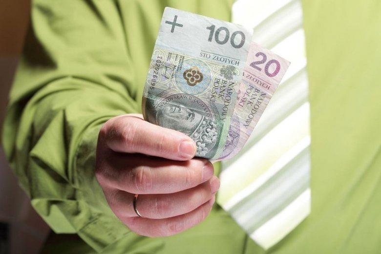 Oszczędzanie pieniędzy dla Polaków zazwyczaj było problemem.