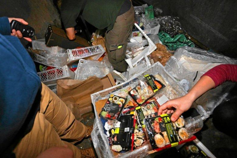 Wyrzucanie jedzenia przez sklepy będzie grozić poważnymi karami.