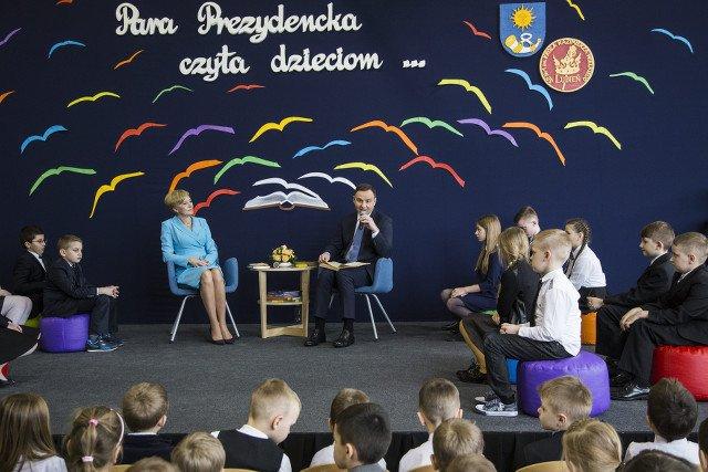 Uczniów trzeba siła nakłaniać do czytania siłą lub prezydentem.