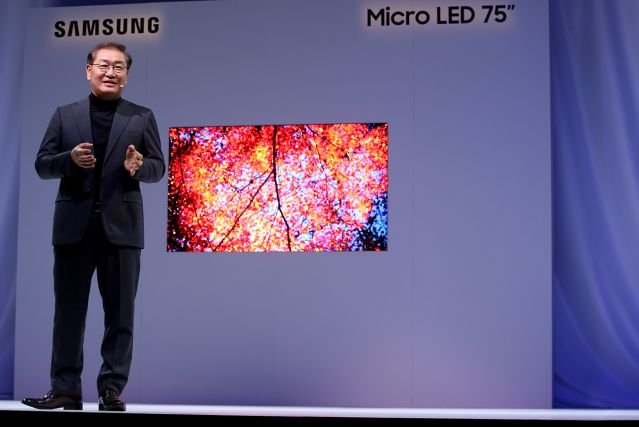 Samsung na targach CES w Las Vegas pokazał 75-calowy telewizor z ekranem w technologii micro LED. Na rynek trafi w ciągu 2 lat. Tłumaczymy, na czym polega technologia microLED.