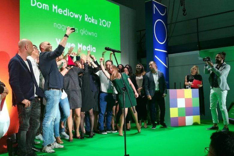 """Wręczenie nagrody """"Media & Marketing Polska""""."""