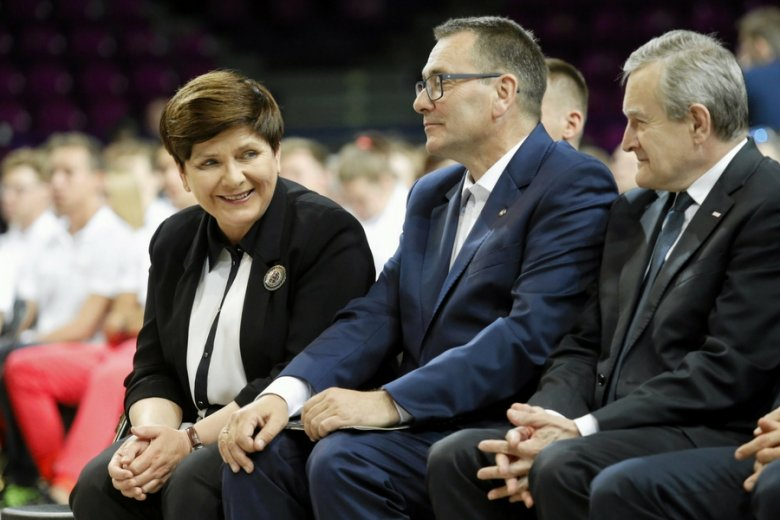 Premier Beata Szydło, szef PFN Cezary Jurkiewicz oraz jego zwierzchnik, wicepremier i minister kultury Piotr Gliński.