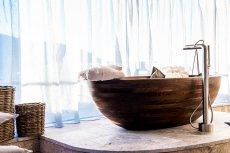 Ekskluzywne drewniane wanny polskiej firmy ze Strzelina można znaleźć na każdym kontynencie.