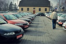 Niemcy gorączkowo sprzedają swoje diesle, niektóre wręcz za grosze. Ale Polacy nie chcą już ich kupować