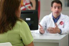 Tylko 8 proc. polskich lekarzy do 35. roku życia ocenia swoje umiejętności rozmowy z pacjentem jako dobre.