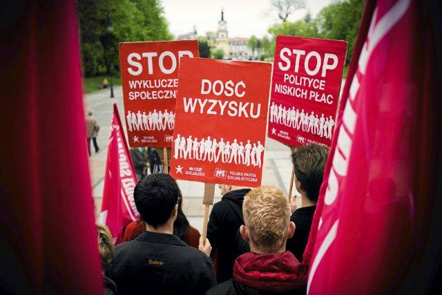 """Marsz przeciwko wyzyskowi zorganizowany przez organizację """"Młodych Socjalistów"""""""