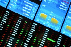 Chiny pogrążyły światowe rynki, czyli rzeź na giełdach. Ekspert wyjaśnia, jak powstają tak dramatyczne spadki